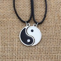 Par de collares Yin Yang