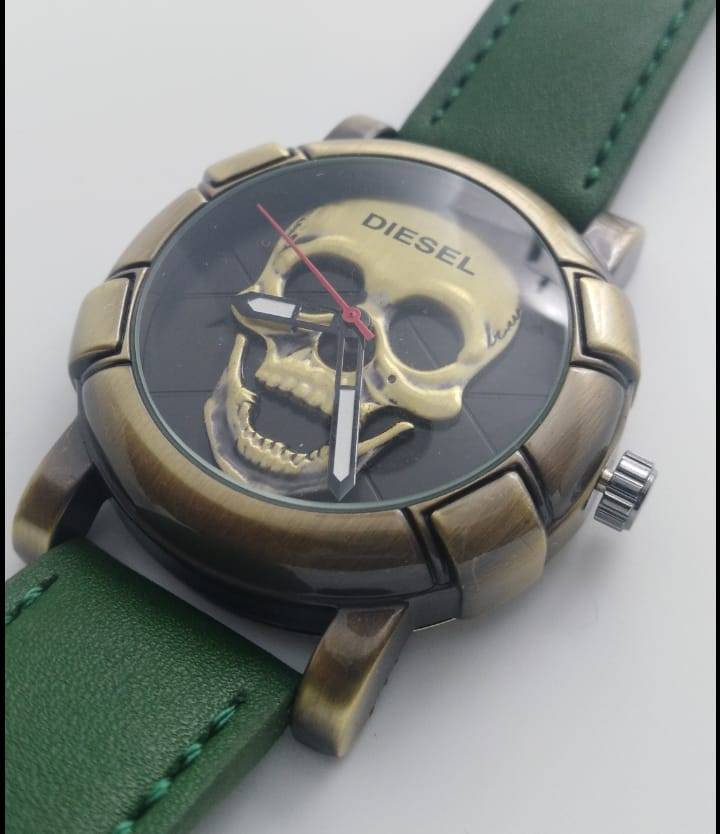 Reloj clon Diésel calavera verde