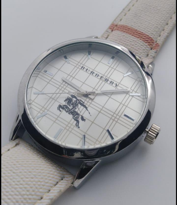 Reloj clon Burberry blanco