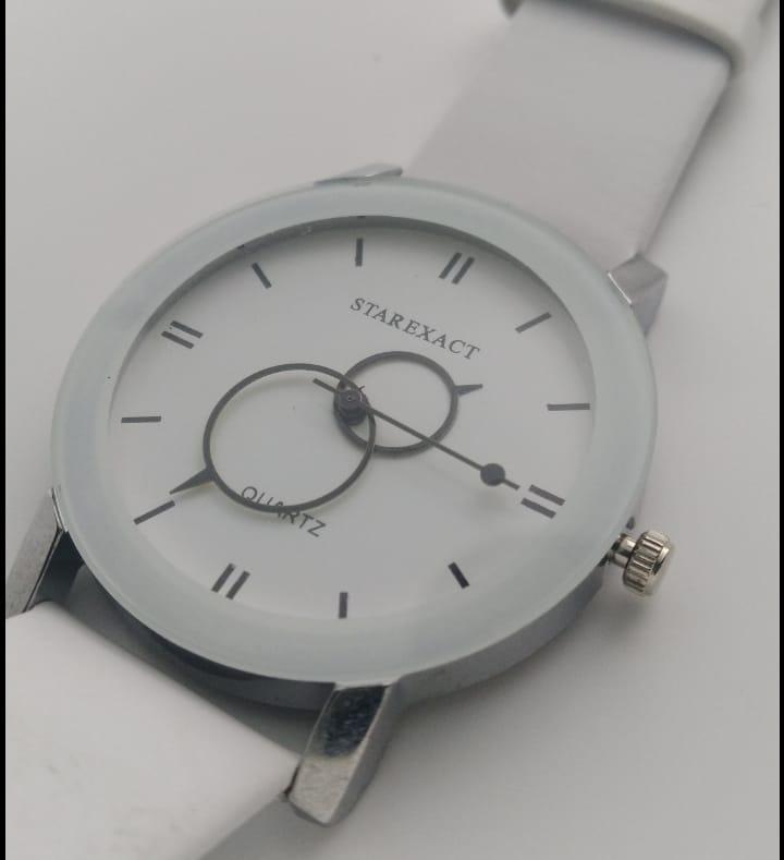 Reloj clon Starexact blanco redondo