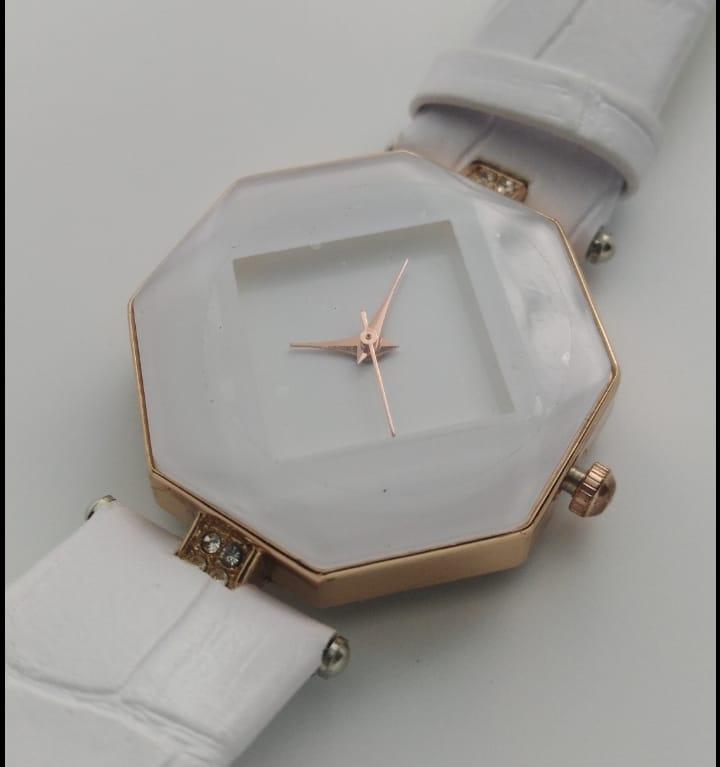 Reloj genérico blanco forma octagonal